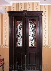 Распашная дверь из массива DW-2